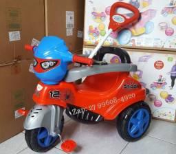 Triciclo Infantil Passeio e Pedal Homem Aranha, Patrulha Canina ou Unicornio