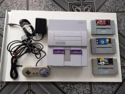 Super Nintendo, muito conservado, com controle original e 3 cartuchos