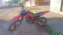 Moto XR 200 de trilha