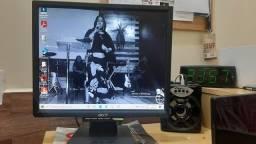 Monitor Acer funcionando 17 polegadas