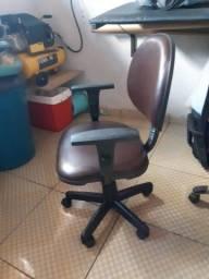 Cadeira executiva usada com garantia.