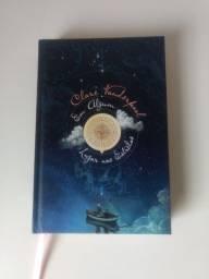 Livro Emocionante e Perfeito, Capa dura: Em Algum Lugar nas Estrelas Com marca livro