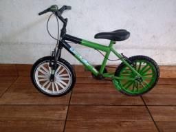 Bicicleta do ben 10 aro 12
