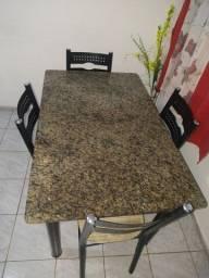 Vendo mesa de mármore com quatro cadeiras