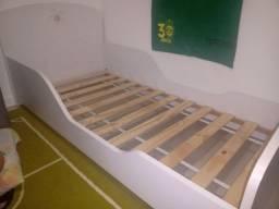 Cama infantil TOK & STOK com colchão ORTOBOM e dois lençóis da Tok & STOK. Em ótimo estado