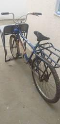 Vende-se bicicleta cargueira.