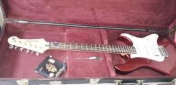 Vendo guitarra yamaha pacífica, bem conservada, vai com case benson