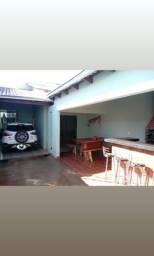 Aluga-se casa com 3 quartos .No bairro Morumbi -Anápolis -Whatsapp: *