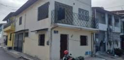 Alugo casa com 01 quarto, c/garagem na Av. Independência, no Quintino Cunha