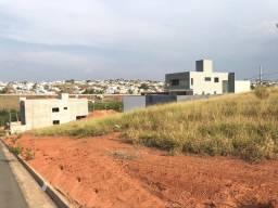 Ótimo terreno no condomínio fechado Cidade Jardim em Alfenas MG