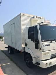 Ford Cargo baú