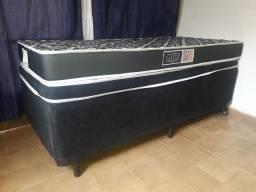 Uma cama box solteiro mais um colchão