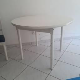 Mesa redonda + 3 cadeiras