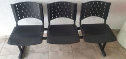 Cadeira de espera com 3 lugares sem detalhes  com 2 meses de uso