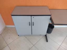 mesa escritorio e balção pequeno