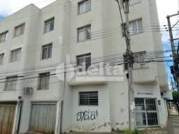 Apartamento para alugar com 3 dormitórios em Centro, Uberlandia cod:638842
