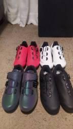 Vários modelos de sapatilha ciclismo