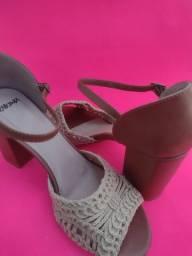 sandália com pegada artesanal