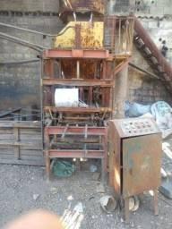 Máquina para produção de blocos para construção civil