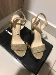 Sandália dourada carmem steffens