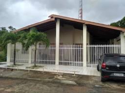 Vende-se excelente casa com 05quartos, no Bairro Cabralzinho, não financia