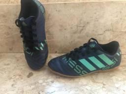 db9ed2377c Chuteira Infantil Futsal Adidas Nemeziz Messi Numero 30