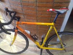 Bicicleta speed cannodale