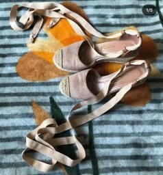 Sapato com Salto Bege com Amarração Vizzano