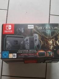 Nintendo Switch semi-novo pouco usado