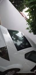 Fiesta sedan 1.6 completo modelo 2014