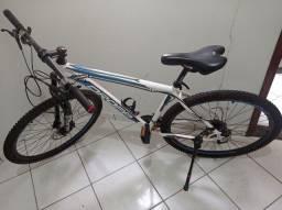 Bike Aro 29 com acessórios! 27 marchas, Freio Hidráulico - MUITO NOVA