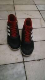 Chuteira Adidas de futsal