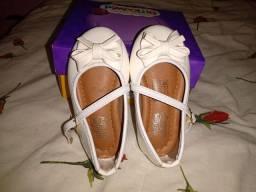 Sapato branco social de bebê