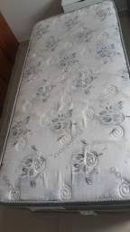 Cama de solteiro usada