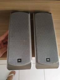 Duas caixas de som JBL