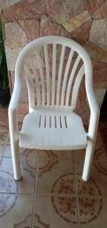 Cadeira de plástico reforçada para até 120Kilos