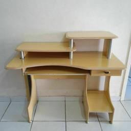 Mesa / escrivaninha para computador