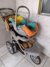 Vende-se carinho com bebê conforto
