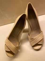 Sapato em couro tamanho 38