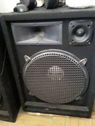 Mesa  amplificada  e duas caixas de som