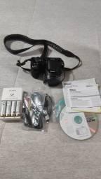 Câmera Nikon Coolpix L810 + Carregador com 4 pilhas Sony