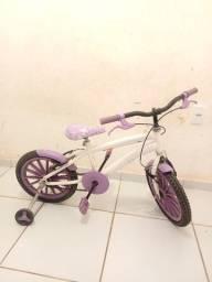 Bicicleta aro 12 feminina usada em bom estado.