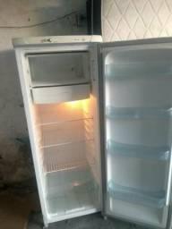Vendo geladeira eletrolux muito nova
