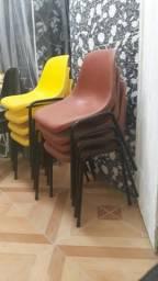 Cadeira plástica antiga