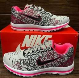 35b86fb97 Tenis Esportivo Nike Feminino tamanho 34