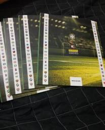 Lote de álbuns campeonato brasileiro 2018