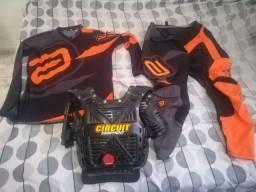 Vendo kit roupa trilha marca asw