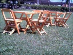 Cadeira e Mesa de Madeira Dobravel