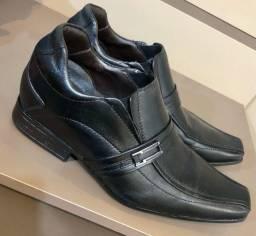 Sapato social 38 & Sapatênis 39
