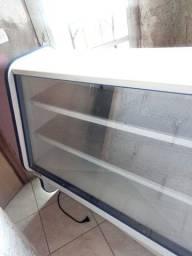 Vende-se, balcão refrigerado,semi novo 1.500reais